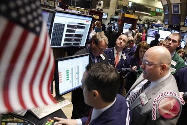 Harga minyak naik karena persediaan AS merosot