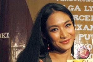 """Happy Salma """"wanti-wanti"""" para artis yang berpolitik"""