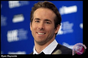 Ryan Reynolds  jadi ayah terseksi versi majalah People