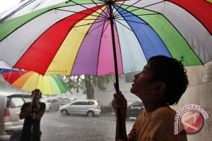 Payung efektif menahan radiasi ultraviolet
