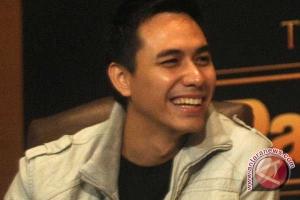 Darius memulai debut sebagai produser
