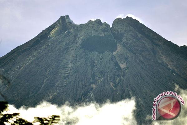 Guguran material vulkanik terjadi di Merapi