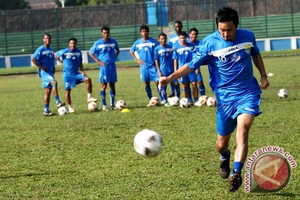 Persib tantang Sriwijaya FC di final Celebes Cup