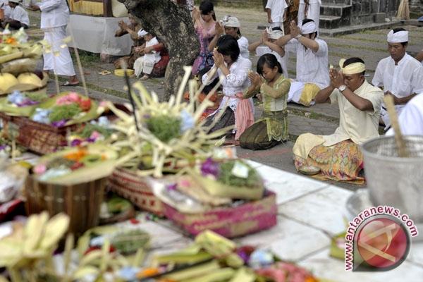 Umat Hindu rayakan Hari Pagerwesi