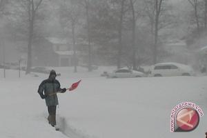 Salju tebal landa Tiongkok, banyak perjalanan terganggu