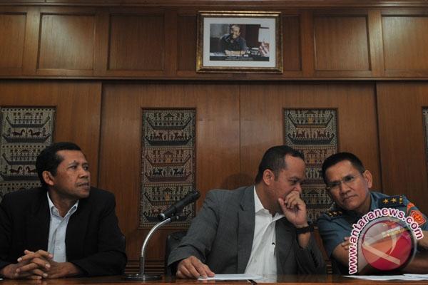 TNI  Kawal Kapal MV Sinar Kudus