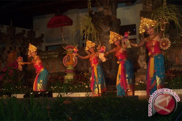 Pelajar Singapura belajar tari Bali