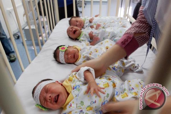 Melahirkan Bayi Normal Bayi Kembar Empat Lahir Normal