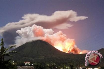 Mount Lokon erupts again