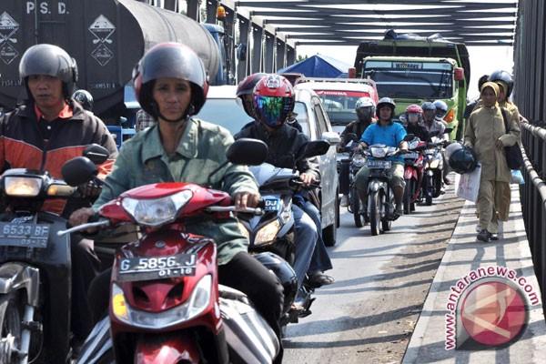 Kemacetan Pantura Brebes Hambat Pengiriman Barang