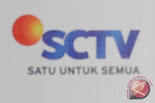 Warga Karawang sambut pawai artis SCTV