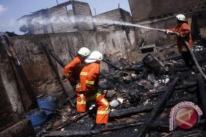 **Kisah Pemadam Kebakaran : Kesetrum, Tertimpa & Selamatkan Nyawa Gubernur Jakarta**