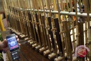 "Angklung iringi ""Imagine"" John Lennon di Newcastle"