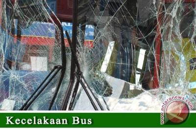 Bus tabrak warung di jalur Tasikmalaya-Malangbong