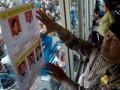Seorang anggota polisi memasang foto buronan teroris, di Terminal Gapura Surya Pelabuhan Tanjung Perak, Surabaya, Jumat (30/9). Pemasangan foto buronan terorisme yang dilakukan Polres Pelabuhan Tanjung Perak Surabaya tersebut, sebagai antisipasi masuknya aksi terorisme di wilayah Jatim. (FOTO ANTARA/Eric Ireng)