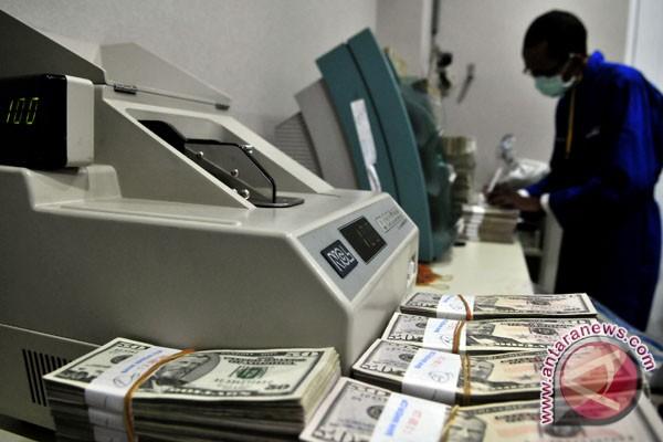 Dolar naik setelah biaya pinjaman Spanyol melonjak