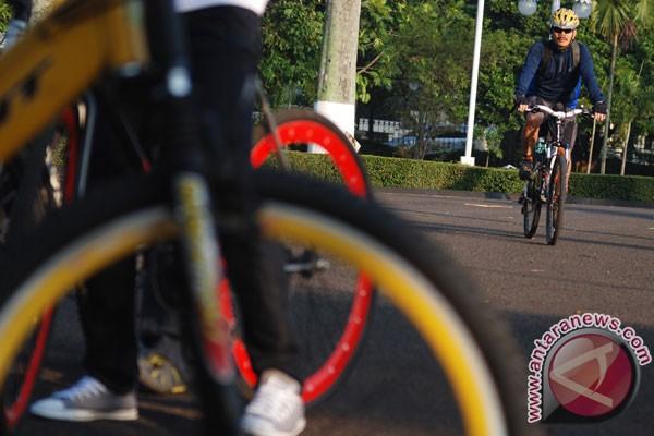 Dua warga Prancis bersepeda keliling dunia