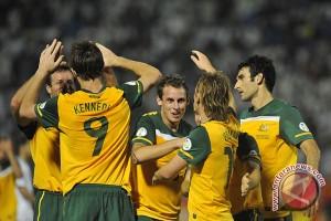 Massimo Luongo bawa Australia unggul di babak pertama