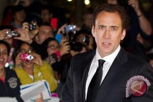 Nicolas Cage kembalikan tengkorak tyrannosaurus curian