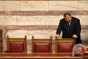 Minyak tertekan kekhawatiran krisis Yunani dan produksi Saudi