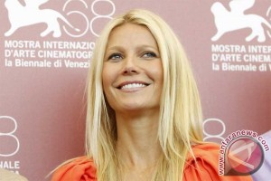 Gwyneth Paltrow rancang busana