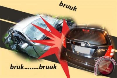 Kecelakaan di Ciawi tiga orang terjepit kendaraan