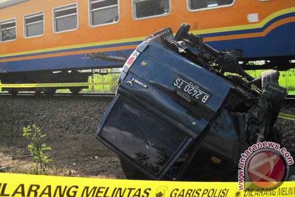 Tabrakan kereta di Tasikmalaya, 10 orang tewas