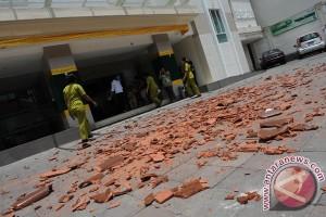 http://img.antaranews.com/new/2011/10/small/20111013GempaBali131011-5.jpg