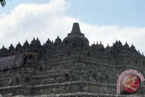 Festival Topeng Ireng digelar di Candi Borobudur