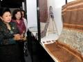 Ibu Ani Yudhoyono (kiri) didampingi Menteri Pariwisata dan Ekonomi Kreatif, Mari Elka Pangestu, melihat kain tenun yang dipamerkan dalam Pameran Tekstil ASEAN di Bali International Convention Center (BICC), Nusa Dua, Bali, Rabu (16/11). Pameran yang menampilkan berbagai produk tekstil dari negara-negara anggota ASEAN dan daerah di Nusantara tersebut akan berlangsung hingga tanggal 19 November 2011. (FOTO ANTARA/Ari Bowo Sucipto)