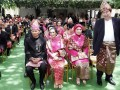 KASAD Jenderal TNI Pramono Edhie Wibowo (keempat kanan) dan besan Presiden Susilo Bambang Yudhoyono, Aulia Pohan (kanan berdiri) beserta para undangan lainnya menghadiri resepsi akad pernikahan Edhie Baskoro Yudhoyono atau Ibas dan Siti Rubi Aliya Rajasa atau Aliya di Istana Kepresidenan Cipanas, Jawa Barat, Kamis (24/11). Ibas putra Presiden Susilo Bambang Yudhoyono melangsungkan pernikahan dengan Aliya putri Menko Perekonomian Hatta Rajasa. (FOTO ANTARA/Widodo S. Jusuf/POOL)