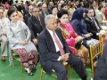 Menteri Koperasi dan UKM Syarief Hasan (kiri), Menteri Pertahanan Purnomo Yusgiantoro (ketiga kiri), Menteri Sosial Salim Segaff Al Jufri (ketiga kanan) beserta para undangan lainnya menghadiri resepsi akad pernikahan Edhie Baskoro Yudhoyono atau Ibas dan Siti Rubi Aliya Rajasa atau Aliya di Istana Kepresidenan Cipanas, Jawa Barat, Kamis (24/11). Ibas putra Presiden Susilo Bambang Yudhoyono melangsungkan pernikahan dengan Aliya putri Menko Perekonomian Hatta Rajasa. (FOTO ANTARA/Widodo S. Jusuf/POOL)