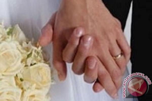 Ilmiah! Menikah membuat orang bahagia lebih lama