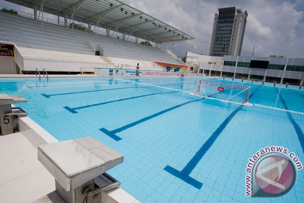 Pool chlorine tied to lung damage in elite swimmers