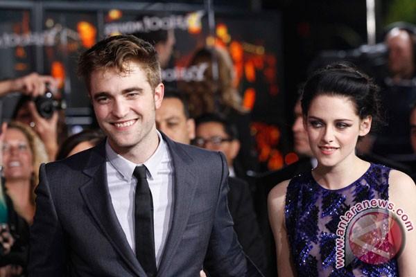 Akhirnya Robert Pattinson muncul juga