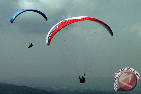 Indonesia Juara Paralayang Asia 2012