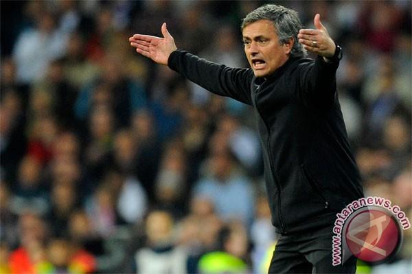 Mourinho tangani Real hingga 2016