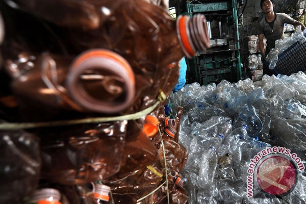 Walhi Yogyakarta kampanyekan penggunaan botol isi ulang