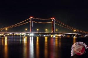 Jembatan Ampera dipasang kamera pemantau dan dicat