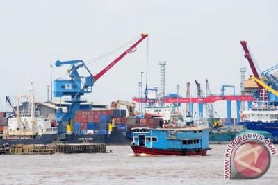 Bongkar-Muat di Pelabuhan Pontianak tiga hari