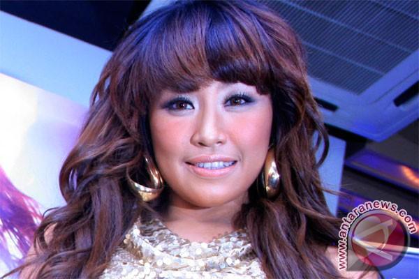 Pinkan Mambo tampil seksi di Malaysia