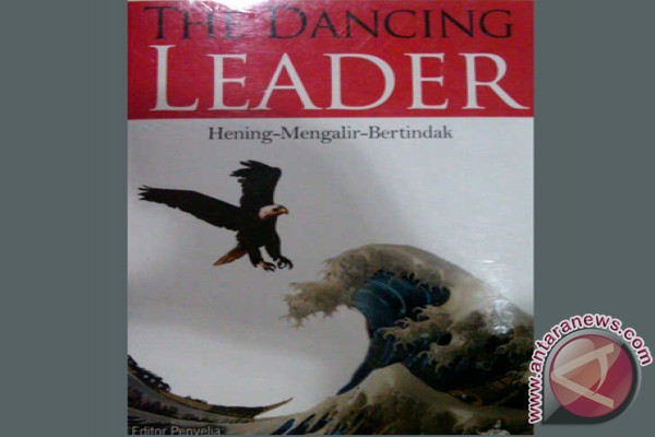 Perilah buku The Dancing Leader: hening-mengalir-bertindak.