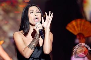 Anggun akan bawakan tiga lagu di konser Michael Bolton
