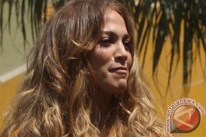 Lutut Jennifer Lopez dijahit