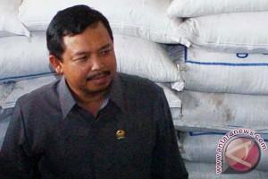 Kalangan DPR minta masyarakat stop sementara makan jengkol