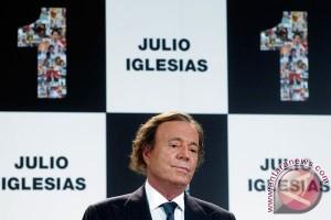 Julio Iglesias tak sudi lagi tampil di kasino Donald Trump