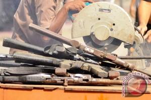 Aparat musnahkan ratusan senjata rakitan di Sigi