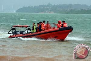 Seorang pria tewas setelah tercebur saluran air