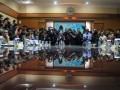 Ketua Tim Gabungan Pencari Fakta (TGPF) yang juga Wakil Menteri Hukum dan HAM Denny Indrayana (2kiri) menyampaikan temuan awal kasus Mesuji di Jakarta, Senin (2/1). TGPF Mesuji melaporkan temuan awal seperti lima nama tersangka kasus Mesuji pada pertemuan yang dihadiri Menko Polhukam, Kapolri, Mendagri, Menhut, dan Ketua Komnas HAM itu. (FOTO ANTARA/Andika Wahyu)