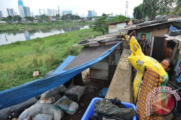 RI`s poverty level falls by 0.53 pct in March